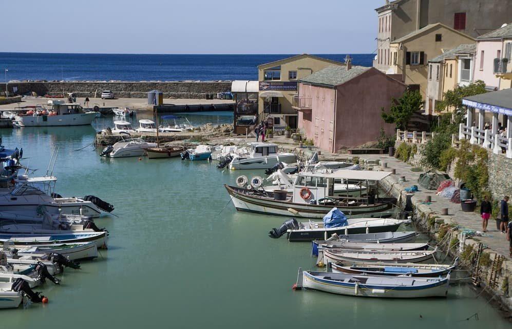 Pourquoi choisir des vacances en villa en Corse?